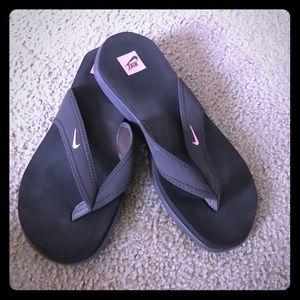 Women's Nike Size 9 Flip-flops